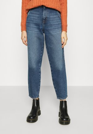 ONLTROY LIFE CARROT - Relaxed fit jeans - medium blue denim