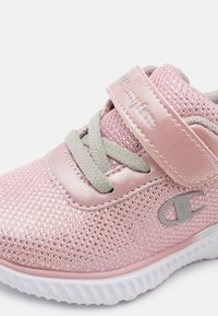 Champion - LOW CUT SHOE SOFTY SPARKLING - Obuwie treningowe - pink