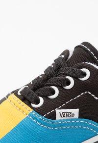 Vans - ERA ELASTIC LACE - Trainers - multicolor/true white - 2