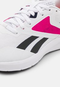 Reebok - RUNNER 4.0 - Neutrální běžecké boty - white/vector navy/proud pink - 5