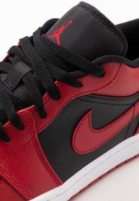 Jordan - AIR 1 - Trainers - gym red/black/white - 5