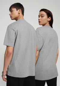 Napapijri - S-PATCH SS - T-shirt - bas - medium grey melange - 3