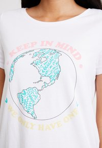edc by Esprit - TEE - Print T-shirt - white - 4