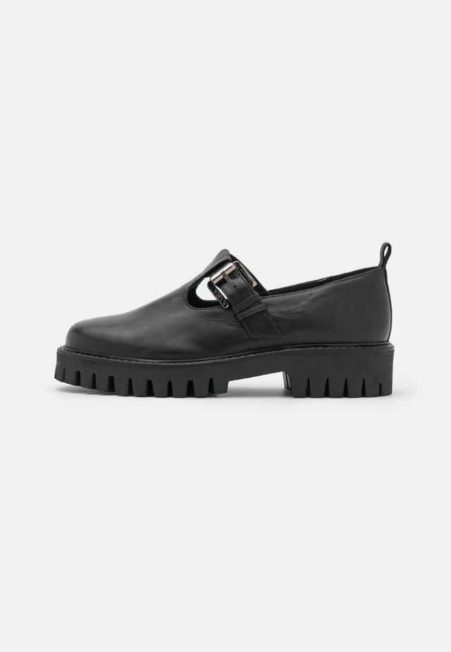 FABBY - Loaferit/pistokkaat - black