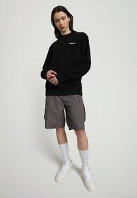 Napapijri - B-PATCH CREW - Sweatshirt - black - 2
