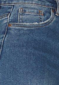 Vero Moda Tall - VMLOA FAITH  - Shorts di jeans - medium blue denim - 2