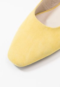 Vagabond - JOYCE - Slingback ballet pumps - citrus - 2