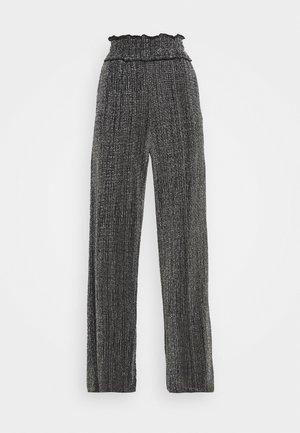 VMKAIDACOCO WIDE PANT - Pantalon classique - black/silver