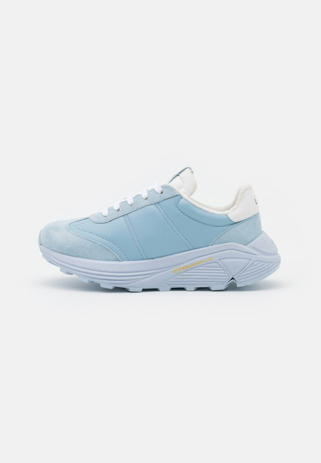 RACER - Matalavartiset tennarit - light blue