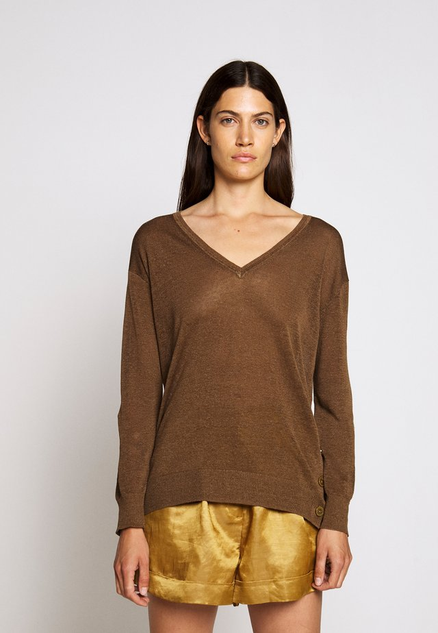 SIDE BUTTON V NECK - Strikkegenser - light pecan