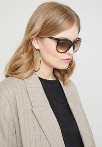 Ray-Ban - CATS - Sunglasses - dark brown - 1