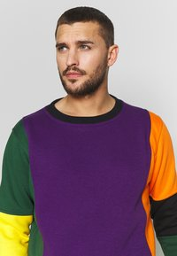 OOSC - CARLTON  - Sweatshirt - purple/orange/green/black/red - 4