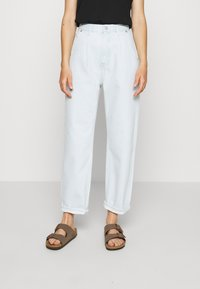Weekday - FOLD PLEAT TROUSERS - Jean boyfriend - bleached blue - 2