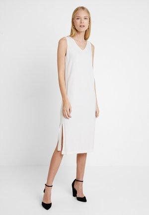 HEAVY LONG DRESS TAPE DETAIL - Pletené šaty - natural white