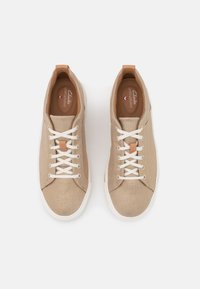 Clarks Unstructured - MAUI LACE - Trainers - gold - 5