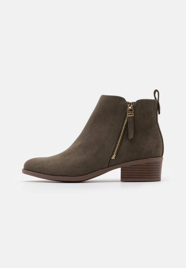 MACRO SIDE ZIP BOOT - Ankle boots - khaki