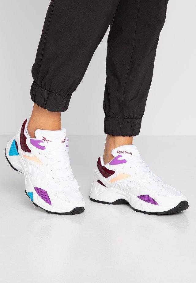 AZTREK 96 LIGHTWEIGHT CUSHION SHOES - Sneakers laag - white/porcelain/maroon