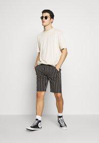 Redefined Rebel - NEBRASKA - Shorts - black - 1