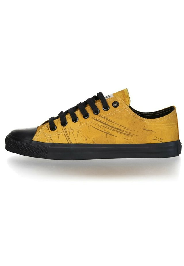 FAIR TRAINER BLACK CAP LO CUT COLLECTION 18 - Sneakers laag - mustard