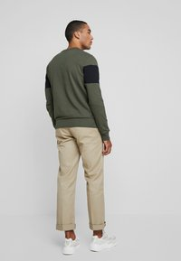 Calvin Klein - LOGO - Sweatshirt - green - 2