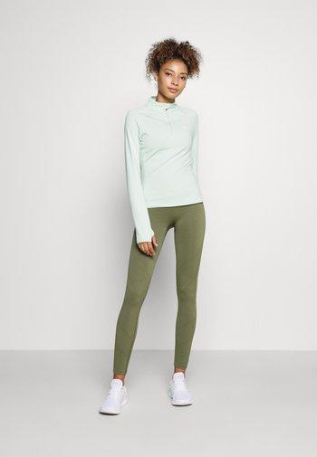 VISTA FITNESS - Langarmshirt - green