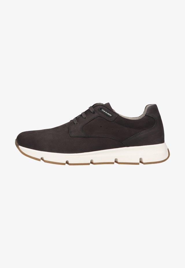 Sneakers laag - fumo