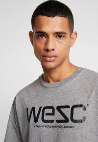 WeSC - Triko spotiskem - grey - 4