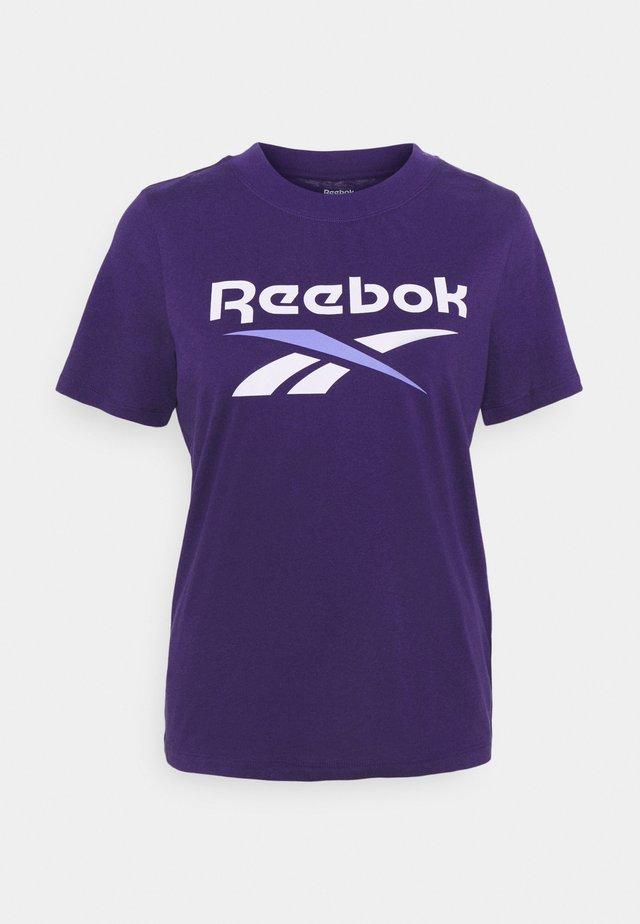 REEBOK IDENTITY LOGO T-SHIRT - T-shirt con stampa - purple