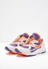Saucony - AYA - Tenisky - white/purple/orange - 4