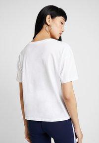 New Balance - ATHLETICS ARCHIVE THROWBACK - T-shirt med print - white - 2