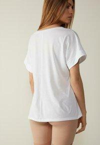 Intimissimi - MIT UNTERLEGTEN KA - Basic T-shirt - bianco - 1