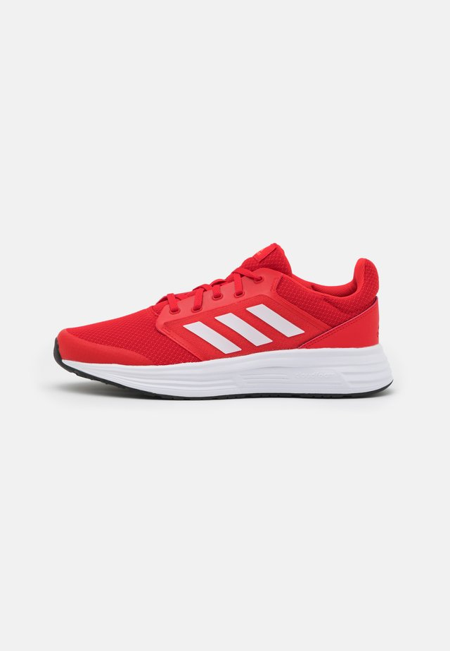 GALAXY  - Zapatillas de running neutras - vivid red/footwear white/solar red