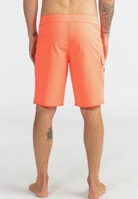Billabong - ALL DAY PRO - PERFORMANCE  - Shorts da mare - neo orange - 2