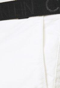 Calvin Klein - GARMENT - Shorts - bright white - 2