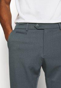 Les Deux - COMO SUIT PANTS SEASONAL - Trousers - blue fog - 4