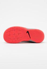 Nike Performance - TIEMPO JR LEGEND 8 ACADEMY IC UNISEX - Indoor football boots - metallic bomber grey/black/particle grey - 4
