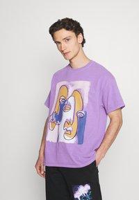Vintage Supply - ABSTRACT ART GRAPHIC UNISEX - T-shirt imprimé - purple - 0
