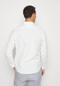DOCKERS - SUSTAINABLE ALPHA SPREAD COLLAR - Shirt - offwhite - 2