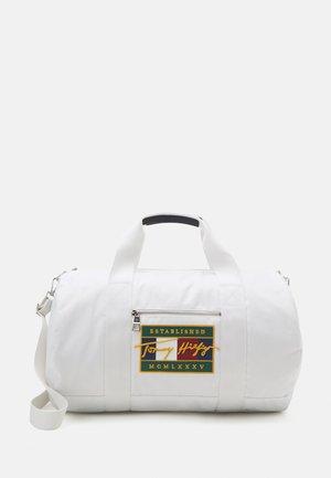 SIGNATURE FLAG DUFFLE UNISEX - Weekend bag - white