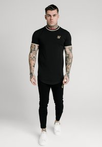 SIKSILK - GYM TEE - T-shirt med print - black/gold - 0