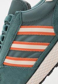 adidas Originals - FOREST GROVE - Trainers - raw green/linen/orange - 5