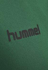 Hummel - DUO SET - Sports shorts - evergreen/black - 6