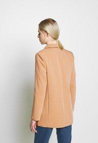 Object - OBJSIRINGA - Krátký kabát - humus - 2