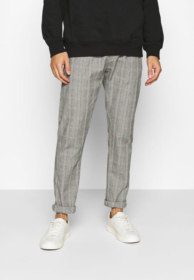 ARRINGTON - Pantaloni - light grey