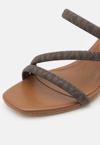 MICHAEL Michael Kors - LANA MULE - Pantofle na podpatku - brown - 5