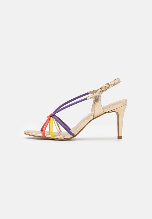 VILOMINA - Sandaler - or/multicolor