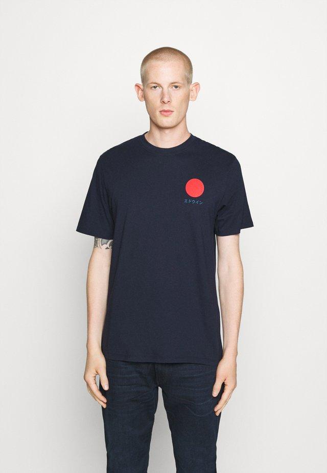 JAPANESE SUN UNIAWY - T-shirts med print - navy blazer