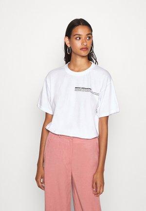 SOCIAL DISTANCING CHECKLIST TEE - Print T-shirt - white