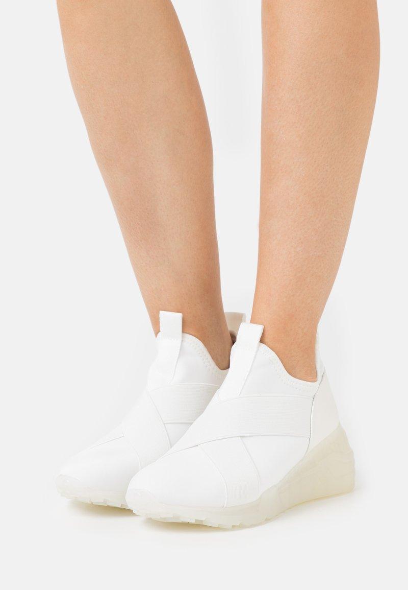 Steve Madden - CRYSON - Sneakersy niskie - white
