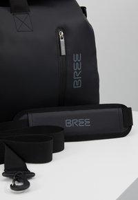 Bree - PUNCH - Weekendbag - black - 8